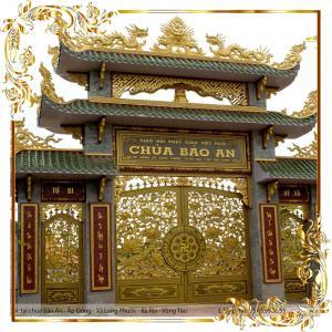 Cổng chùa hoa sen